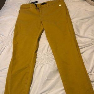 Yellow jeans with fringed bottom